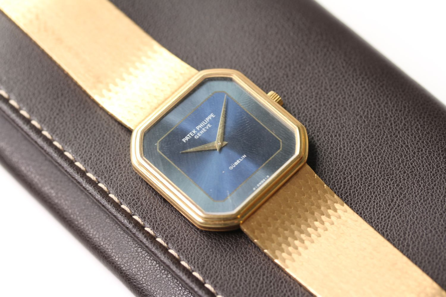 VINTAGE 18CT PATEK PHILIPPE RETAILED GÜBELIN WRIST WATCH WITH PATEK PHILIPPE LEATHER POUCH, - Image 3 of 4