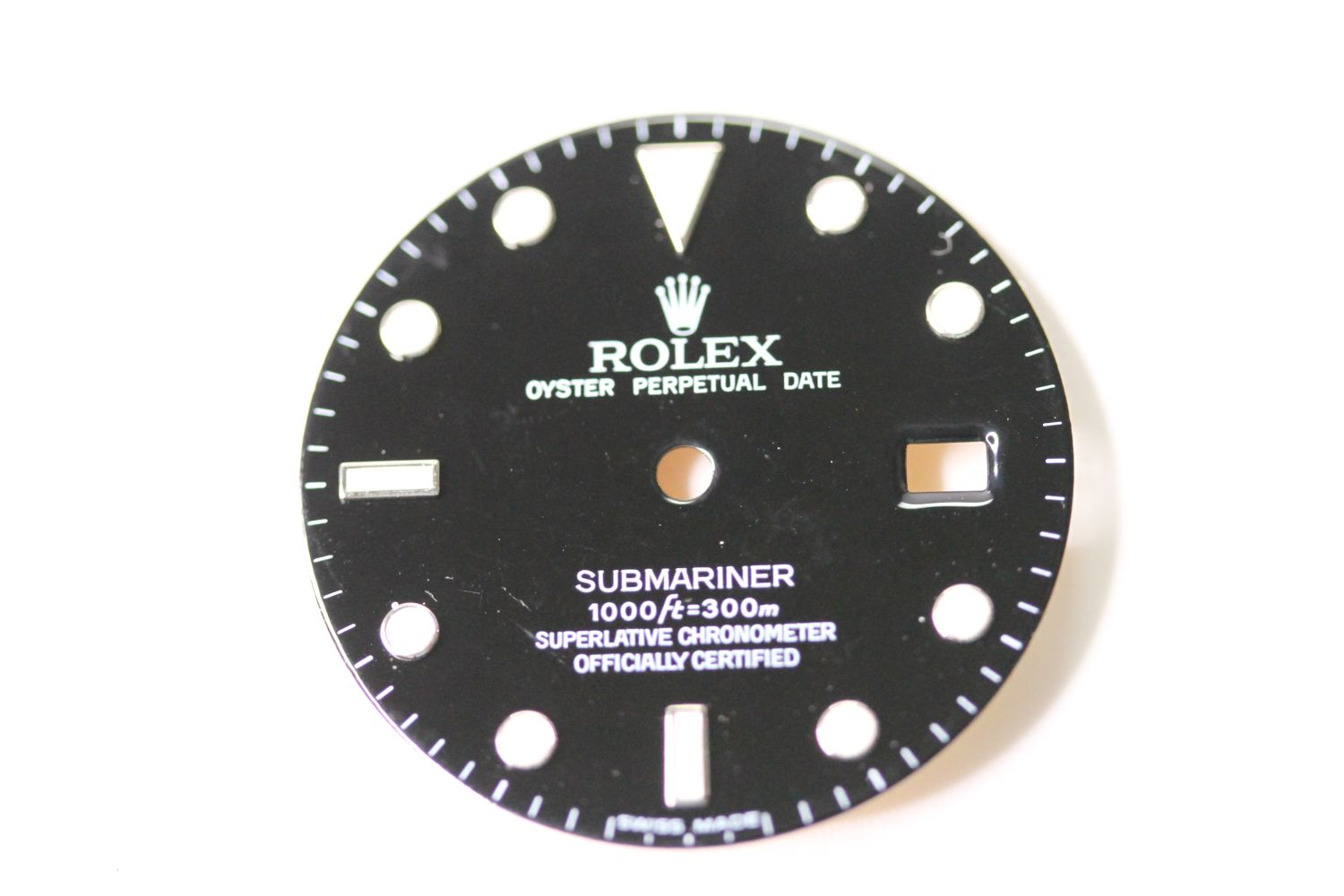 ROLEX SUBMARINER DATE GLOSS DIAL REFERENCE 16610, circular gloss black dial with applied hour