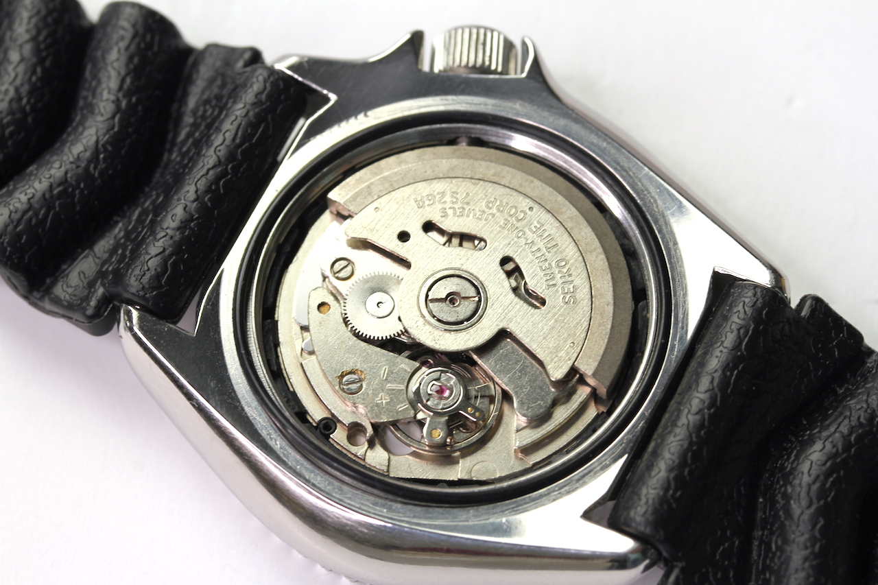 SEIKO DIVERS AUTOMATIC WATCH 'SKX' REFERENCE 7S26-0020 AO, circular black dial with dot hour - Image 4 of 4