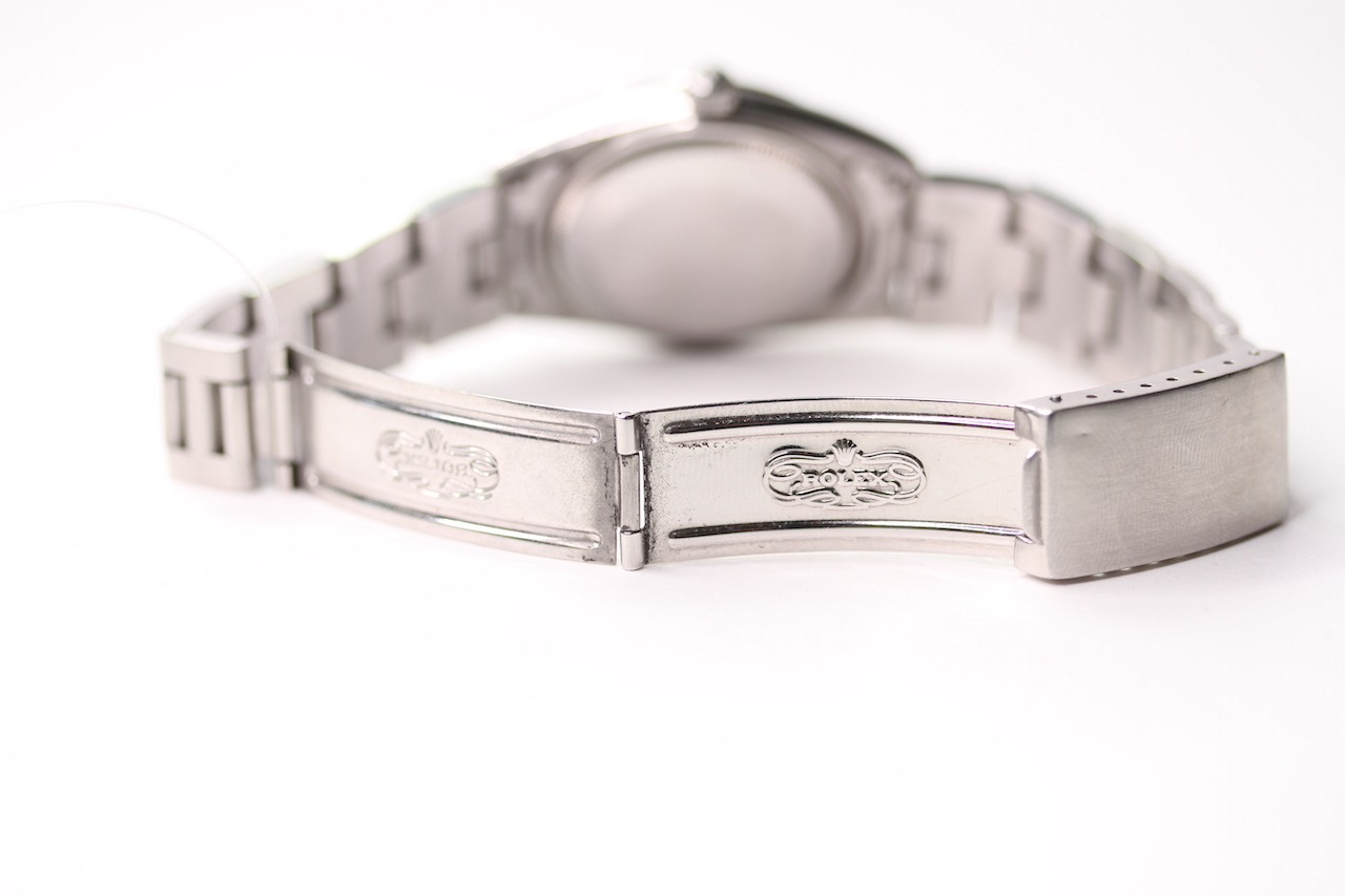 VINTAGE ROLEX OYSTER PERPETUAL DATE QUICK CHANGE REFERENCE 15000 CIRCA 1980, circular sunburst - Image 3 of 4