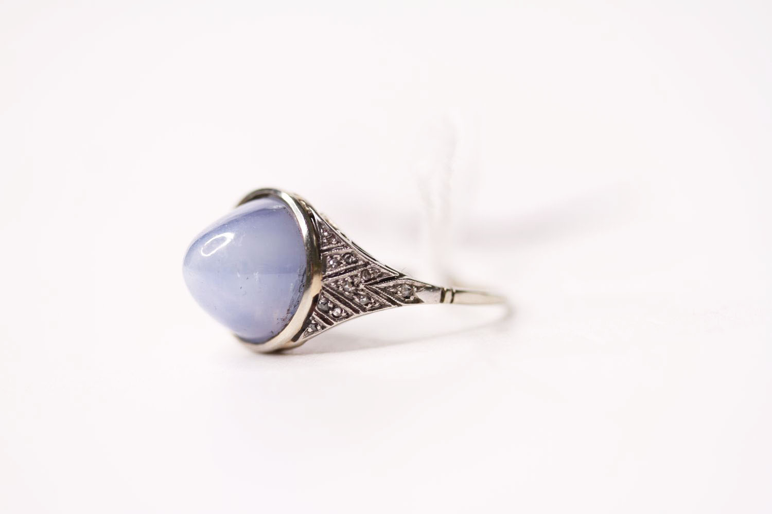 Cabochon Star Sapphire Ring, set with a cabochon cut star sapphire, art deco style, size O. - Image 3 of 4