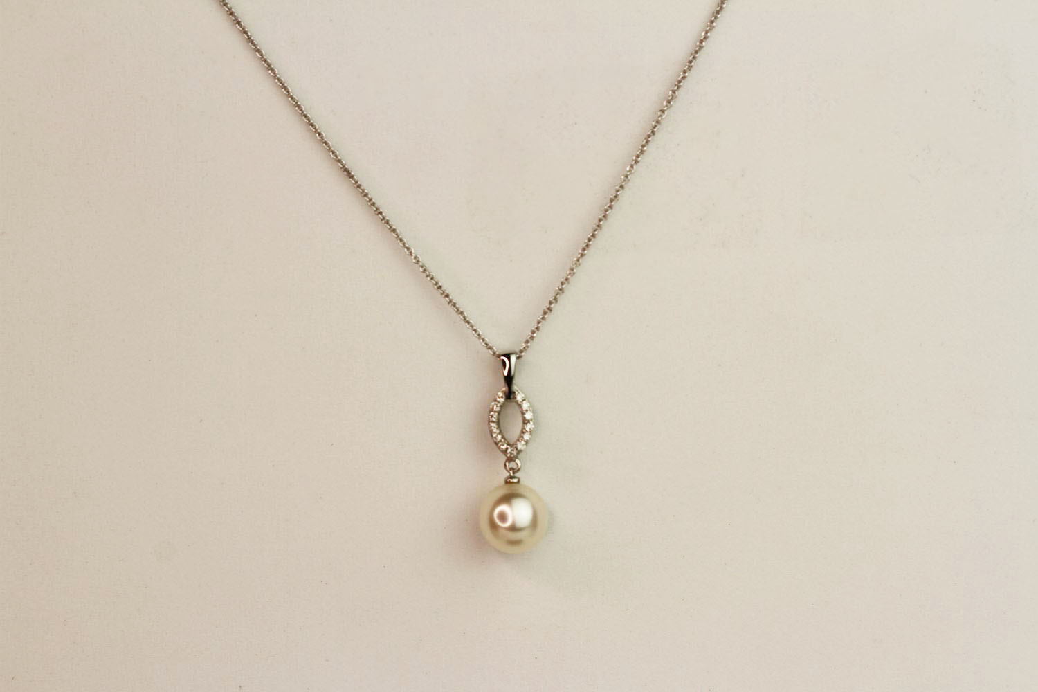 9ct white gold pearl and diamond drop pendant and chain, boxed. Diamonds 0.08ct