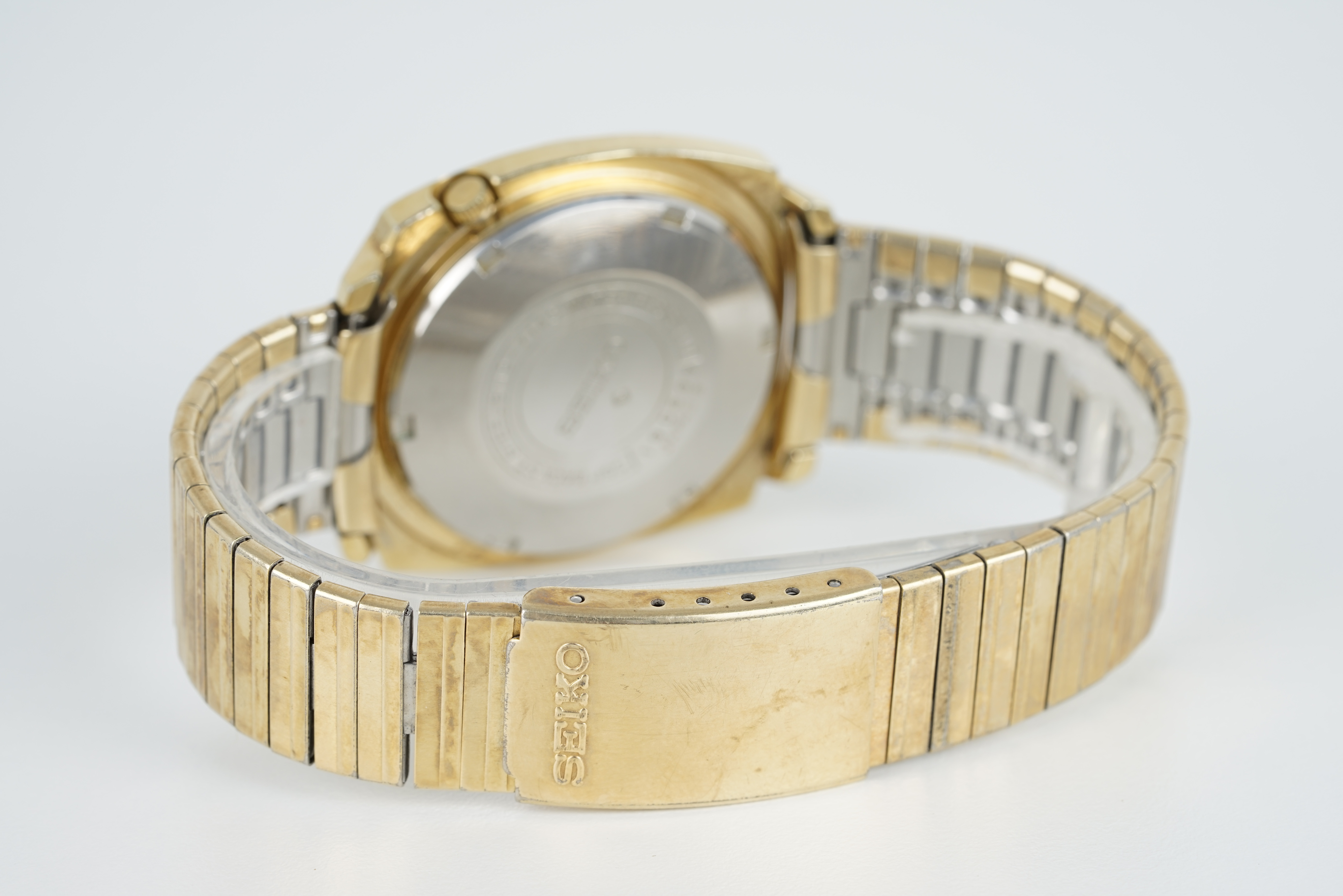 GENTLEMENS SEIKO 5 AUTOMATIC DAY DATE WRISTWATCH, circular silver dial with block hour markers and - Image 2 of 2