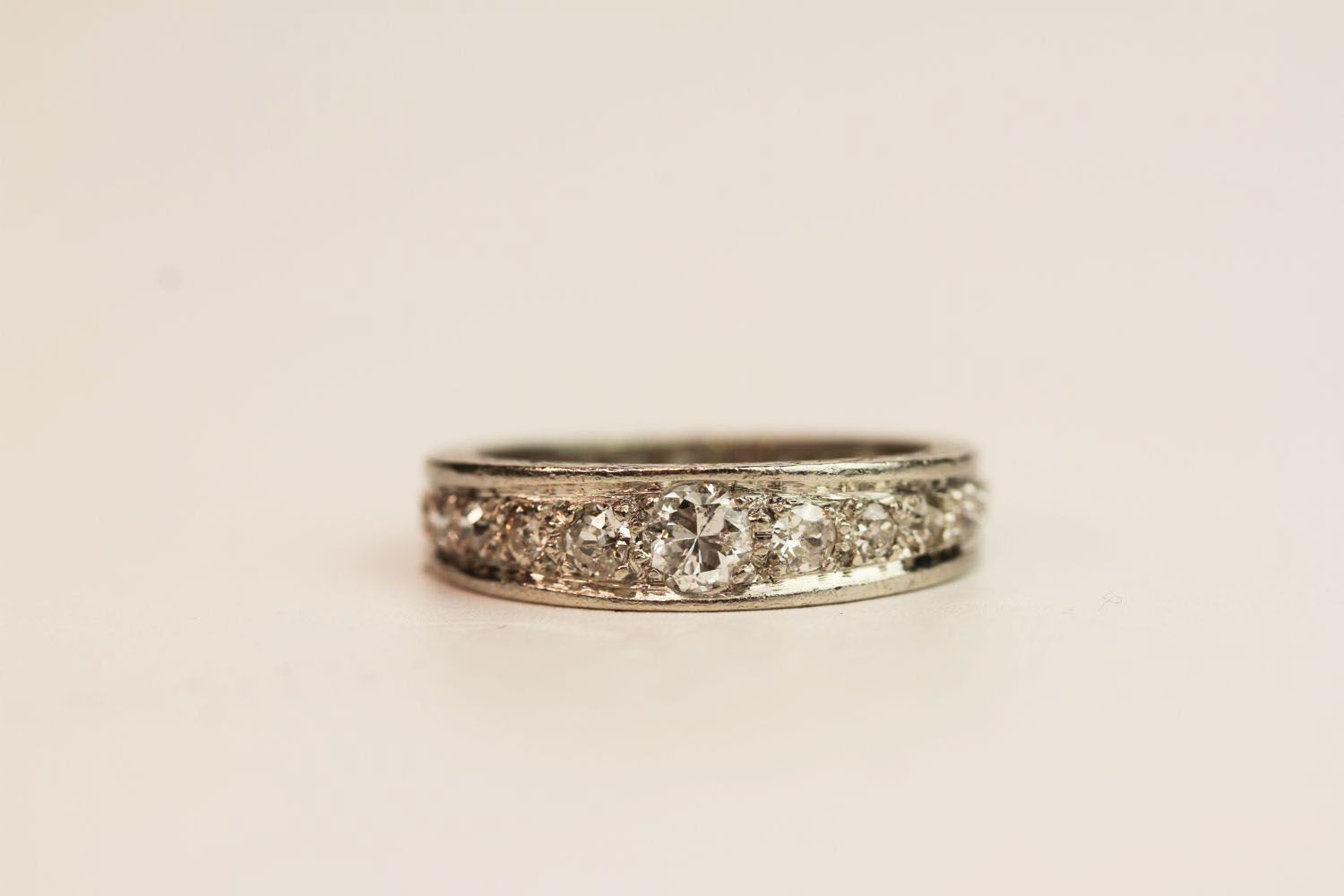 1930s Graduated Diamond Ring, detailing to the sid