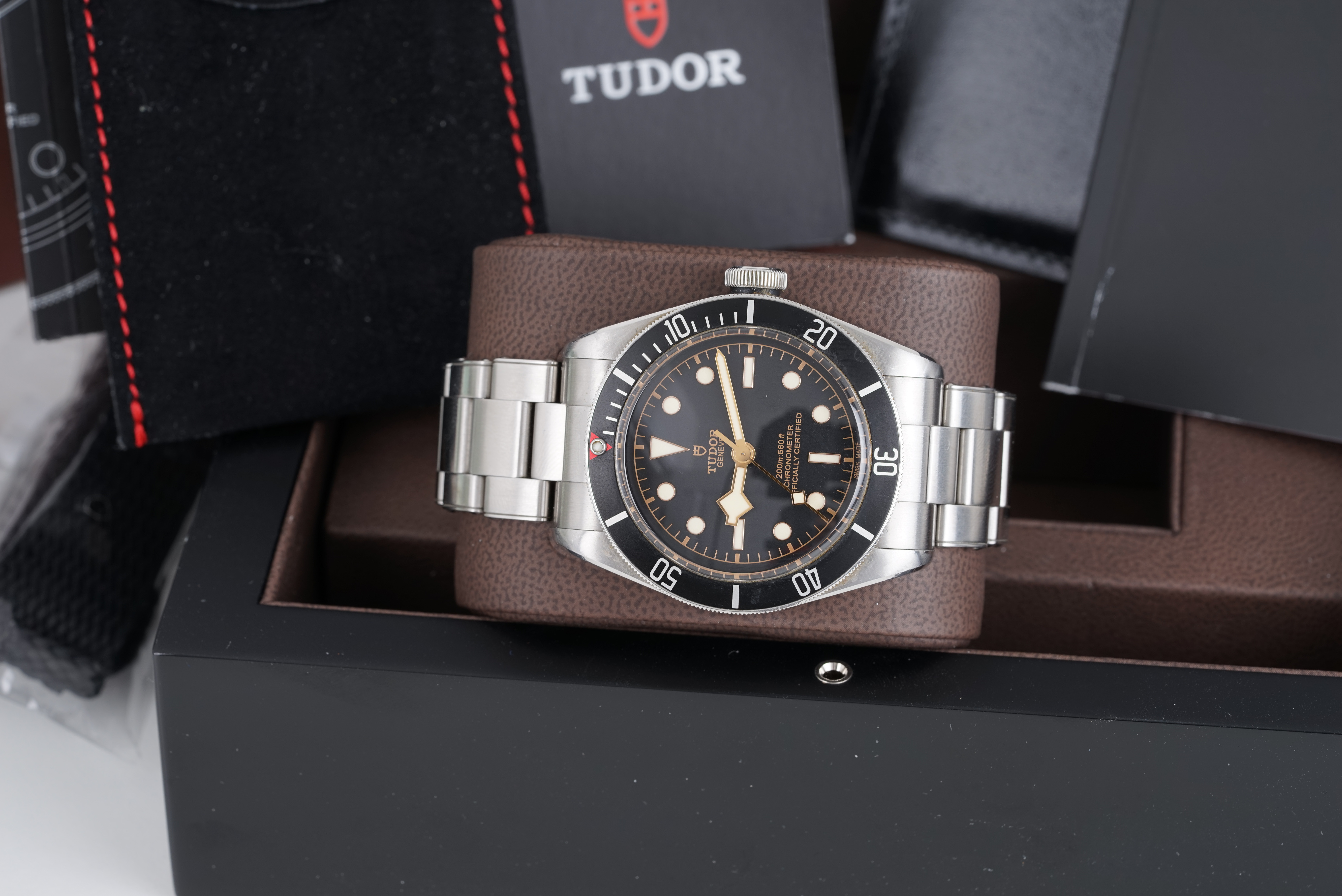 GENTLEMENS TUDOR HERITAGE BLACK BAY WRISTWATCH W/ BOX BOOKLETS & PARTS, circular black dial with dot - Image 3 of 4