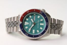 SEIKO AUTOMATIC DAY DATE DIVERS WATCH REFERENCE 6309-729A, circular teal dial with baton hour