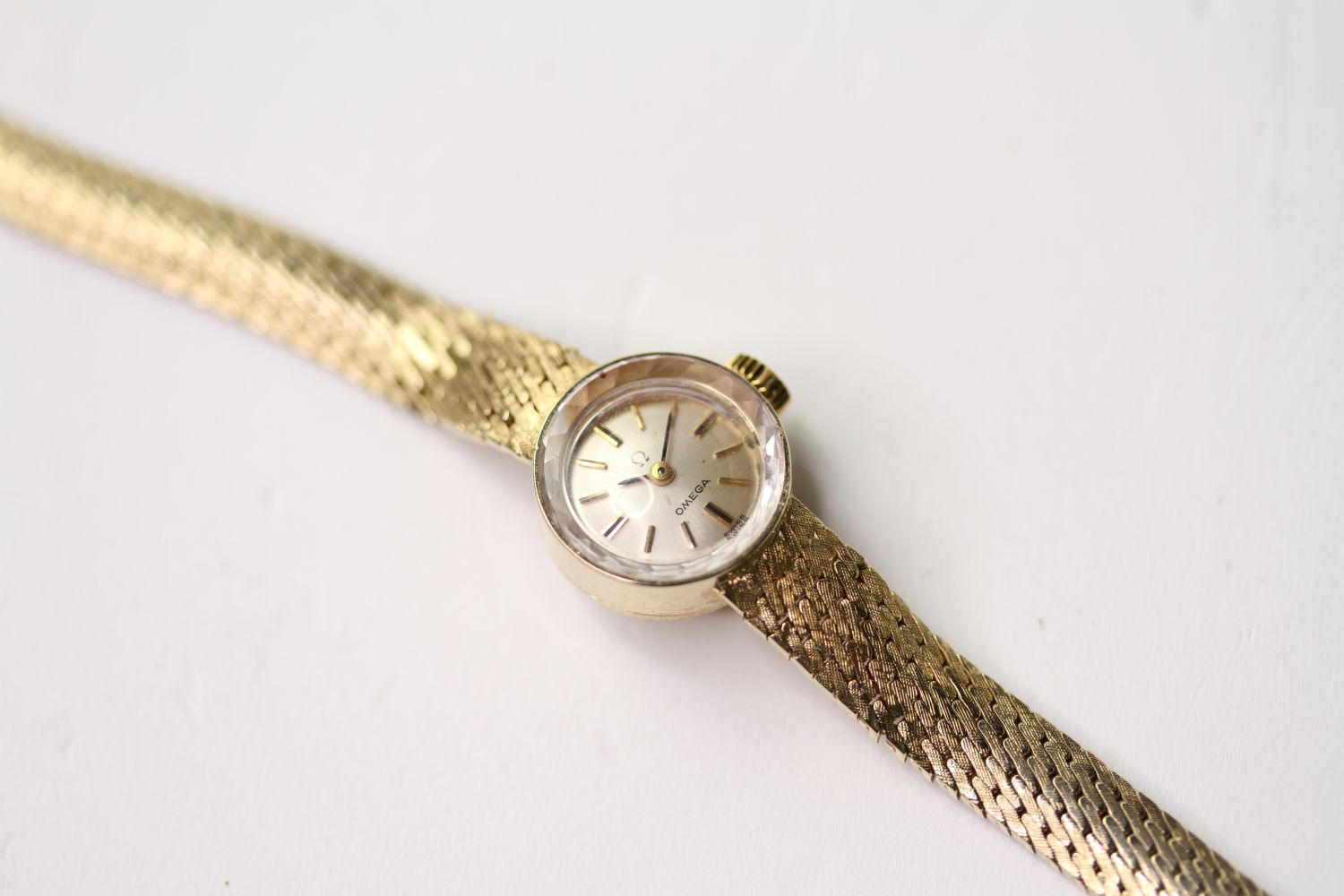 VINTAGE OMEGA WRISTWATCH, circular silver dial with baton hour markers, 14mm 14ct gold case, snap