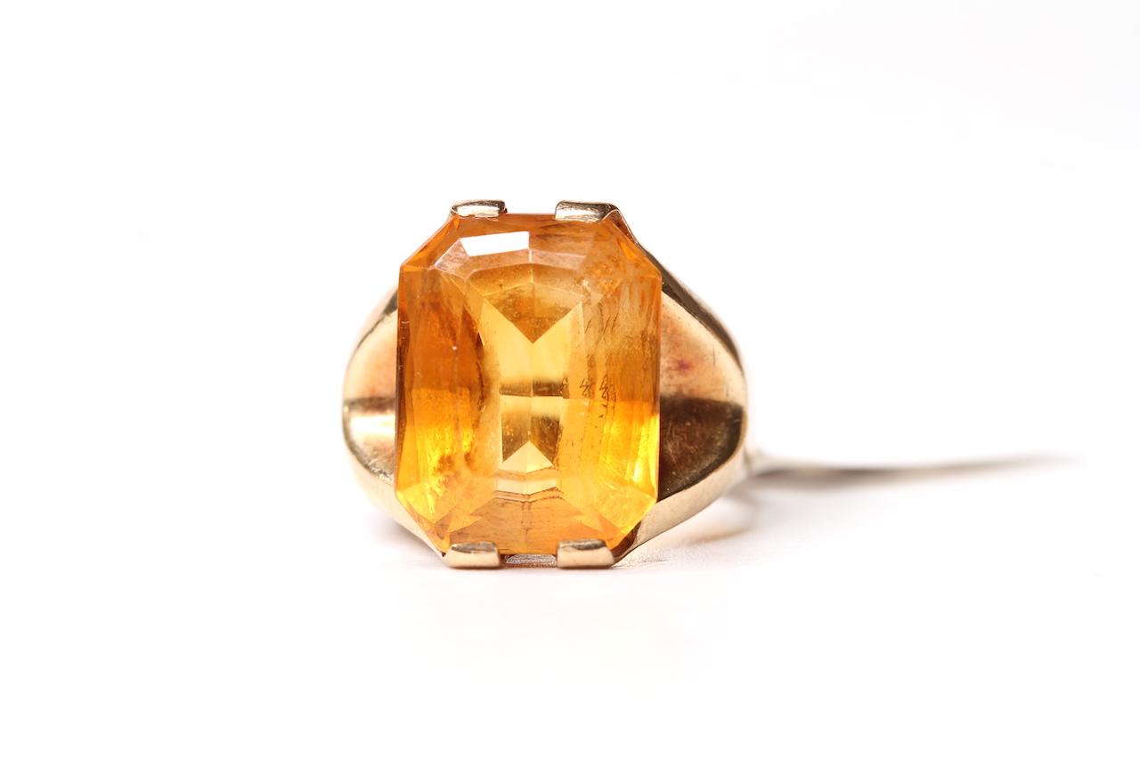 Vintage Large 9ct Citrine Set Ring, 15x12mm rectangular cut citrine, 9ct mount with split shoulders,