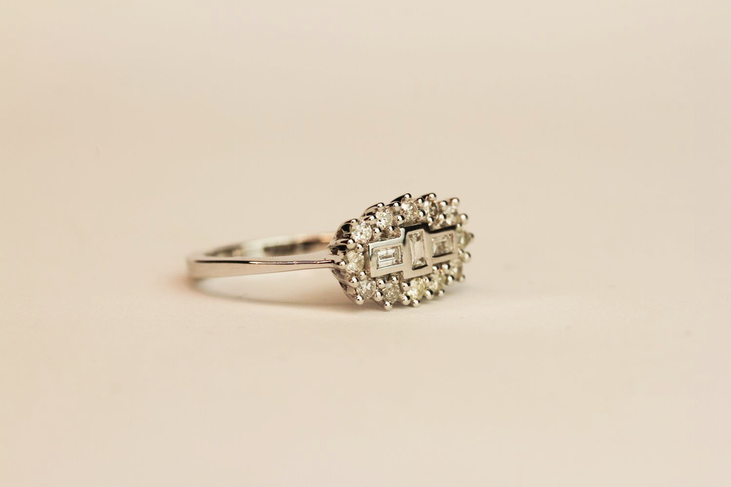 18ct white gold diamond fancy cluster ring. Baguette and round brilliant cut diamonds 0.50 ct, - Image 2 of 3