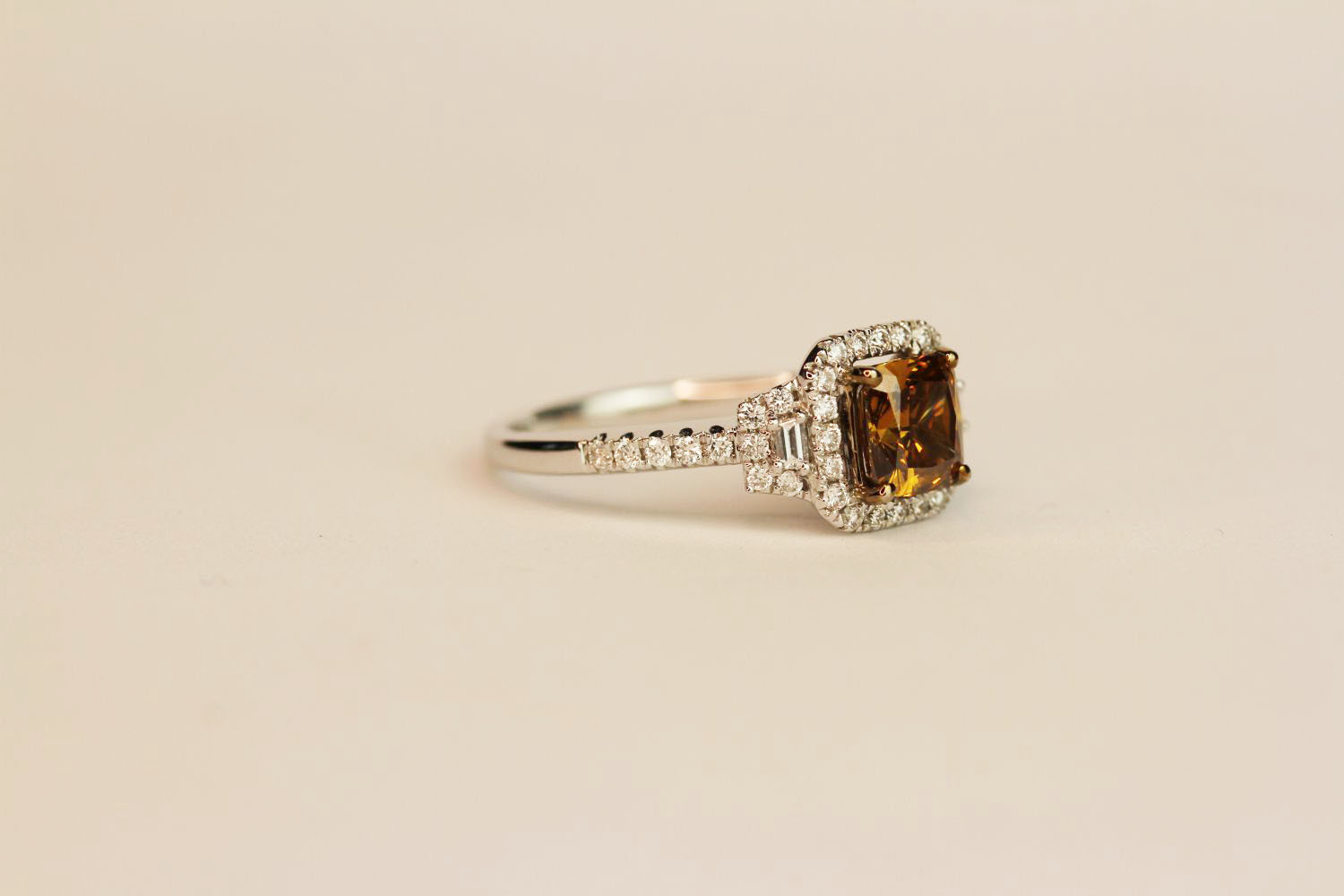 18ct white gold fancy brown cushion-cut diamond ring with diamond halo and shoulders. Fancy - Image 2 of 3