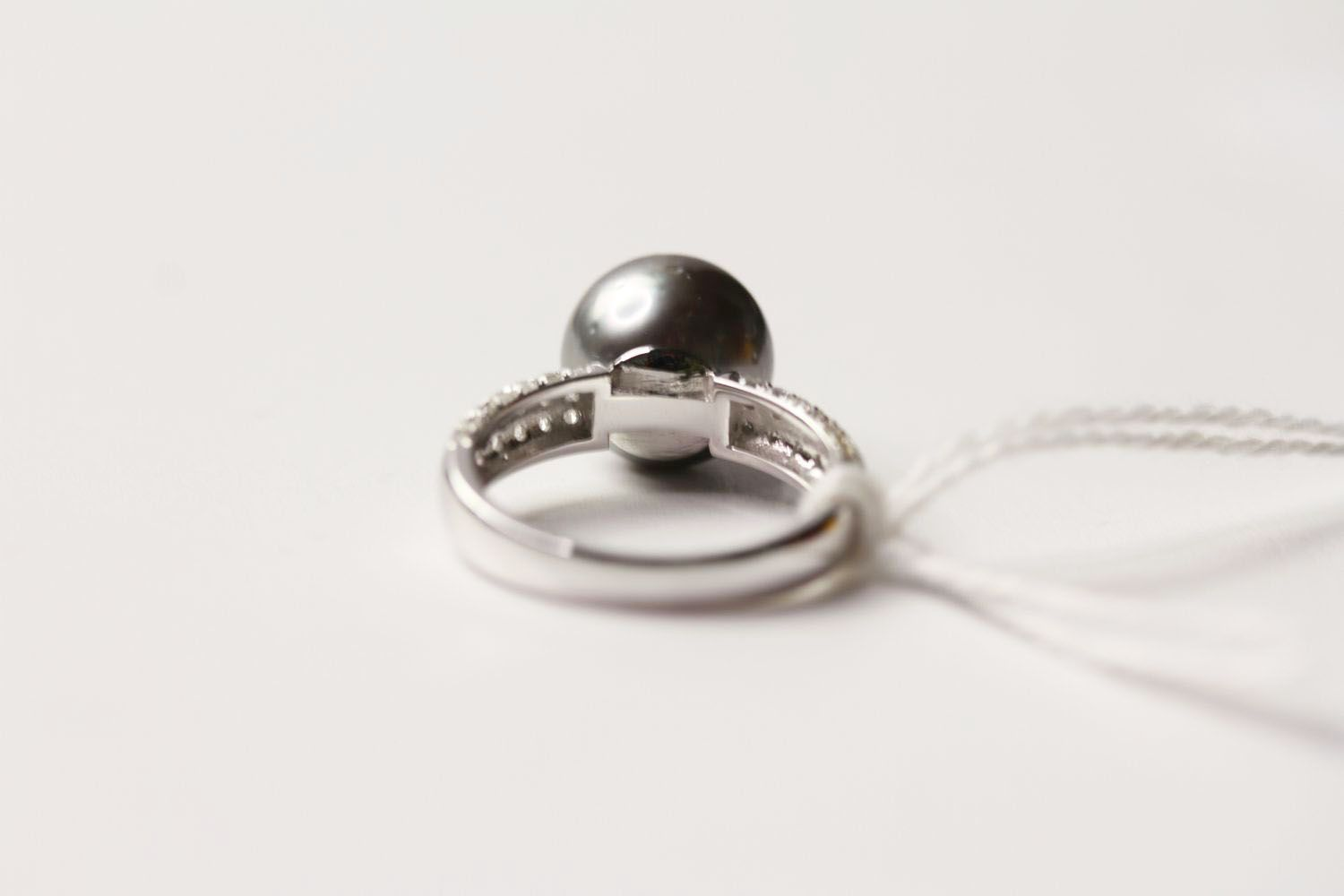 Tahitian Pearl & Diamond Ring, set with a cultured tahitian pearl, 56 round brilliant cut diamonds - Image 2 of 3