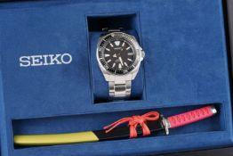 GENTLEMENS SEIKO SAMURAI AUTOMATIC WRISTWATCH W/ BOX & LETTER KNIFE, circular black waffle dial with