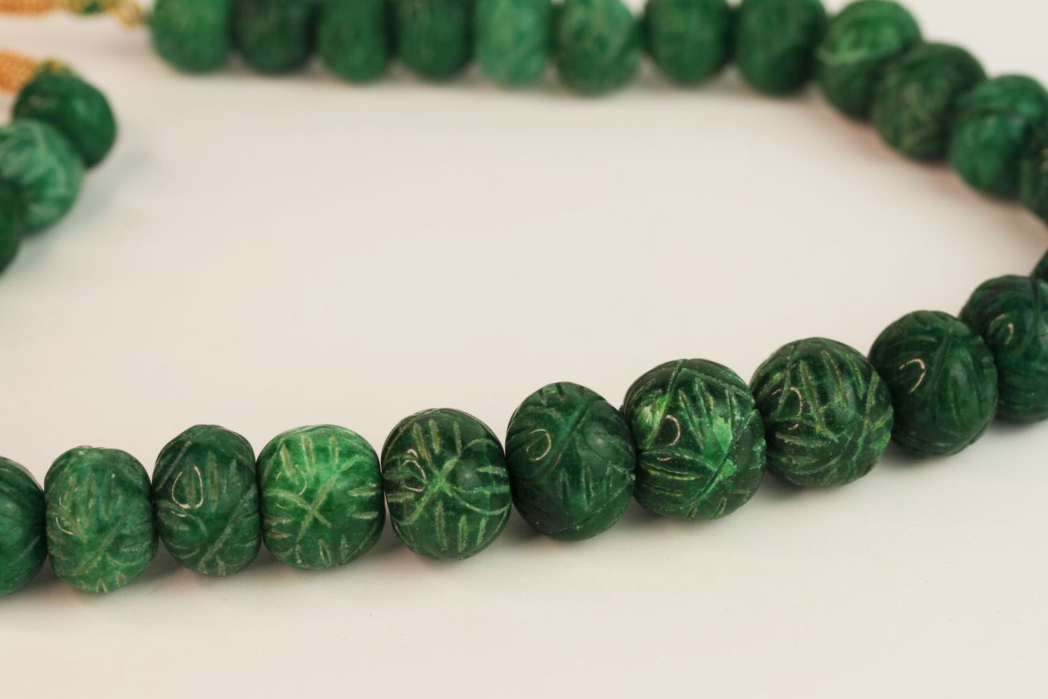 Weighty earth-mined carved natural emerald bead necklace with woven, adjustable slip knot and - Image 4 of 4