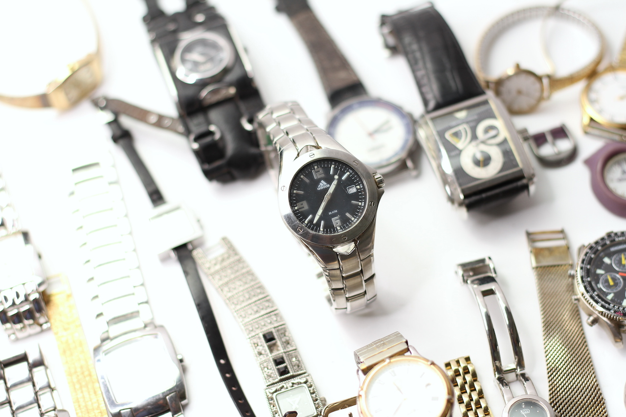 *TO BE SOLD WITHOUT RESERVE* A LARGE QUANTITY OF WATCHES (27) INCLUDING GUCCI , ARMARNI, ROTARY - Image 5 of 5
