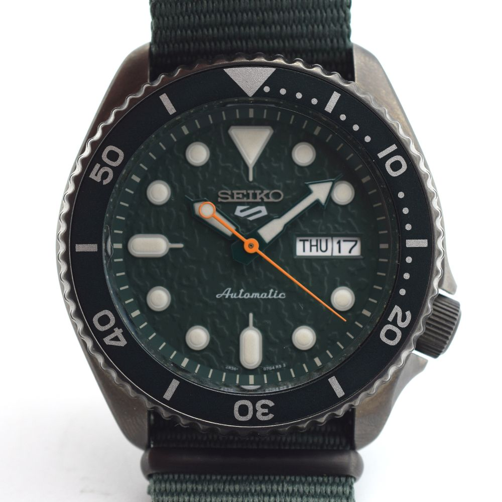"""*TO BE SOLD WITHOUT RESERVE*GENTLEMAN'S SEIKO 5 """"5KX"""" BLACK AND GREEN, REF SRPD77K1 (4R36-07G0), - Image 2 of 5"""