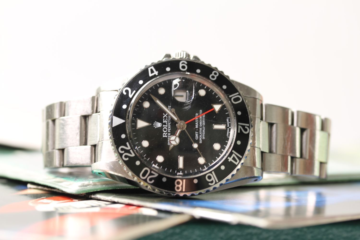 VINTAGE ROLEX GMT MASTER REFERENCE 16750 WITH BOX AND ROLEX SERVICE CARD, circular black dial with - Image 2 of 4
