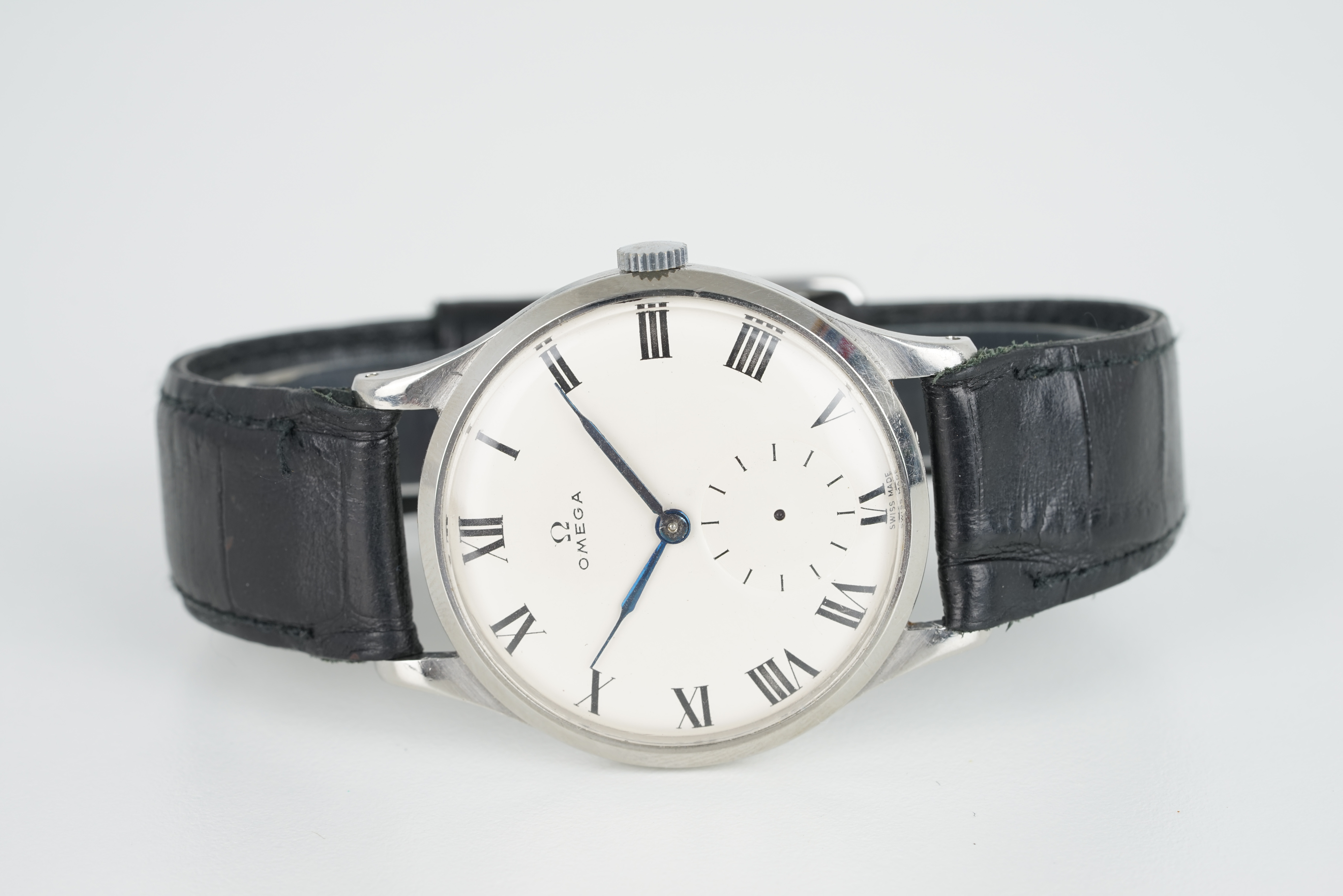 GENTLEMENS OMEGA OVERSIZE WRISTWATCH, circular white dial with roman numeral hour markers and hands,