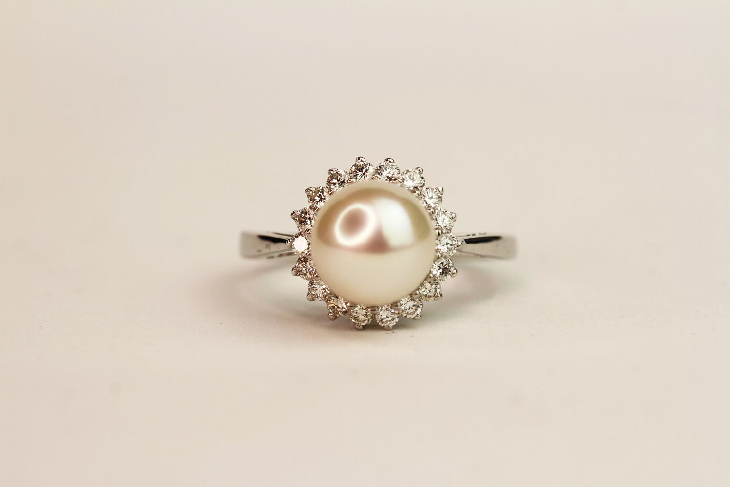 9ct white gold pearl and diamond halo ring. Diamonds 0.37ct, ring size N1/2.