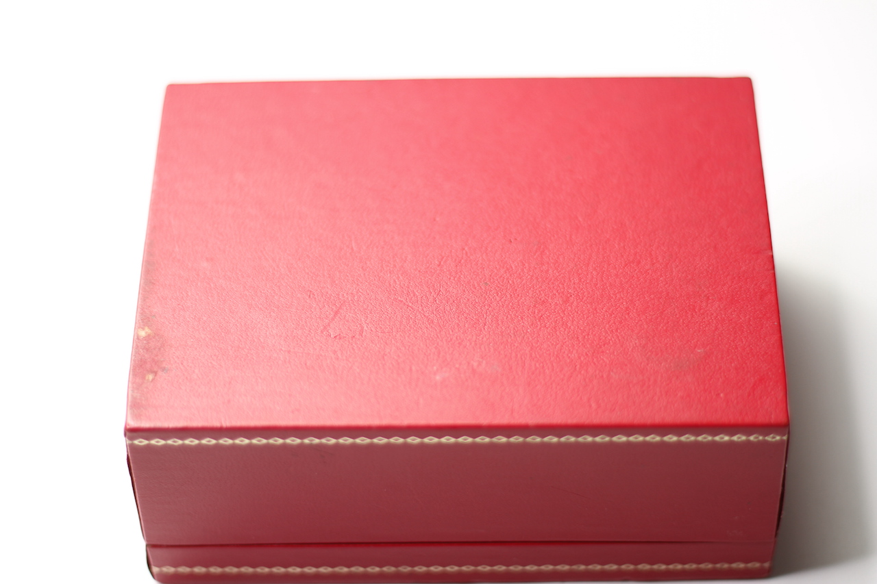 Vintage Tudor Box with Red Insert, Tudor Rose to top with gilt detail, approximately 12.5x9x5.5cm - Image 5 of 5