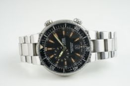 GENTLEMENS ORIS AUTOMATIC DIVERS WRISTWATCH, circular wave finished black dial with hour markers and
