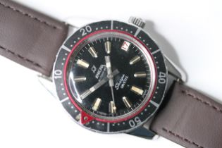 VINTAGE ENICAR SHERPA DIVETTE CIRCA 1960s, circular black dial with baton hour markers, date