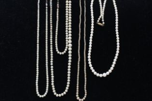 4 x 9ct yellow & white gold clasps pearl & faux pearl single strand necklaces (46.5g)