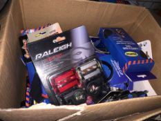 35 PIECE MIXED BIKE LOT INCLUDING CYCLING GLOVES, LED LIGHT SETS, MULTI TOOLS, ETC