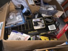 22 PIECE MIXED CAR LOT INCLUDING BULBS, KNEELING MATS, PHONE CHARGERS, ETC