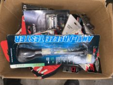26 PIECE MIXED CYCLING LOT INCLUDING GLOVES, LIGHT SETS, ETC