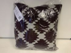 3 X BRAND NEW JAY ST. BLOCK PRINT COMPANY LINDEN CUSHION RRP £40 (124/19)