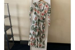 5 X BRAND NEW ROXY TROPICAL DRESSES AND 2 X ROXY TROPICAL TOPS IN VARIOUS SIZES TOTAL RRP £430 (