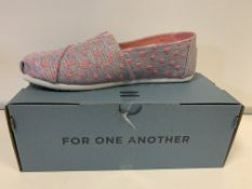 (NO VAT) 3 X BRAND NEW TOMS CHILDRENS DRIZZLE CROSSHATCH LINEN PUMPS SIZE J5