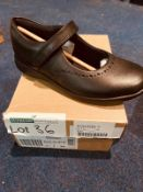 NEW AND BOXED CLARKS ETCH CRAFT I-12
