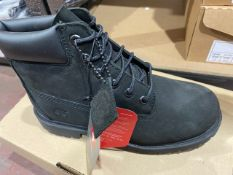 NEW & BOXED TIMBERLAND BLACK SIZE JUNIOR 2