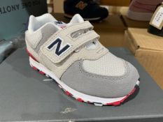 NEW & BOXED NEW BALANCE VELCROW TRAINERS OFF WHITE SIZE INFANT 7