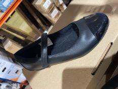 NEW & BOXED CLARKS BLACK SHOE SIZE JUNIOR 3