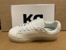 (NO VAT) 6 X BRAND NEW WHITE LIGHT UP TRAINERS SIZE i13 (102/23)