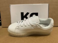 (NO VAT) 6 X BRAND NEW WHITE LIGHT UP TRAINERS SIZE i13 (103/23)