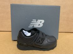 (NO VAT) 3 X BRAND NEW NEW BALANCE BLACK TRAINERS SIZE i7 (140/23)