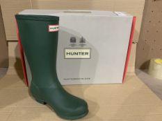(NO VAT) NEW BOXED PAIR OF HUNTERS ORIGINAL GREEN SIZE UK 2