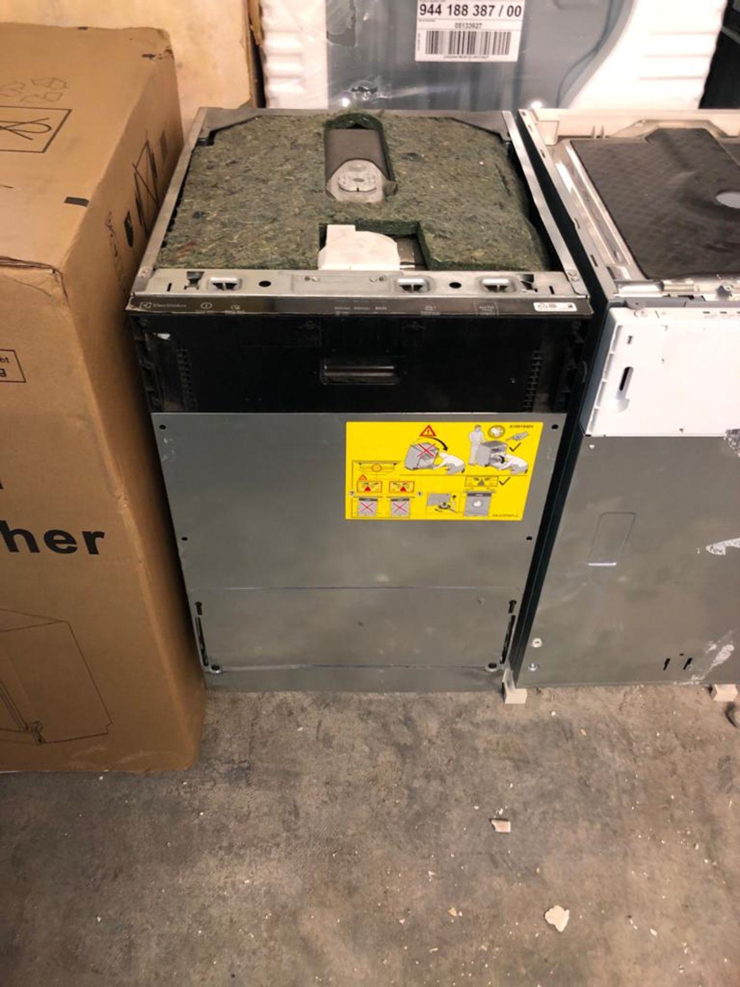 BRAND NEW UNPACKAGED Electrolux Slimline 45cm Airdry Dishwasher EEA22100L