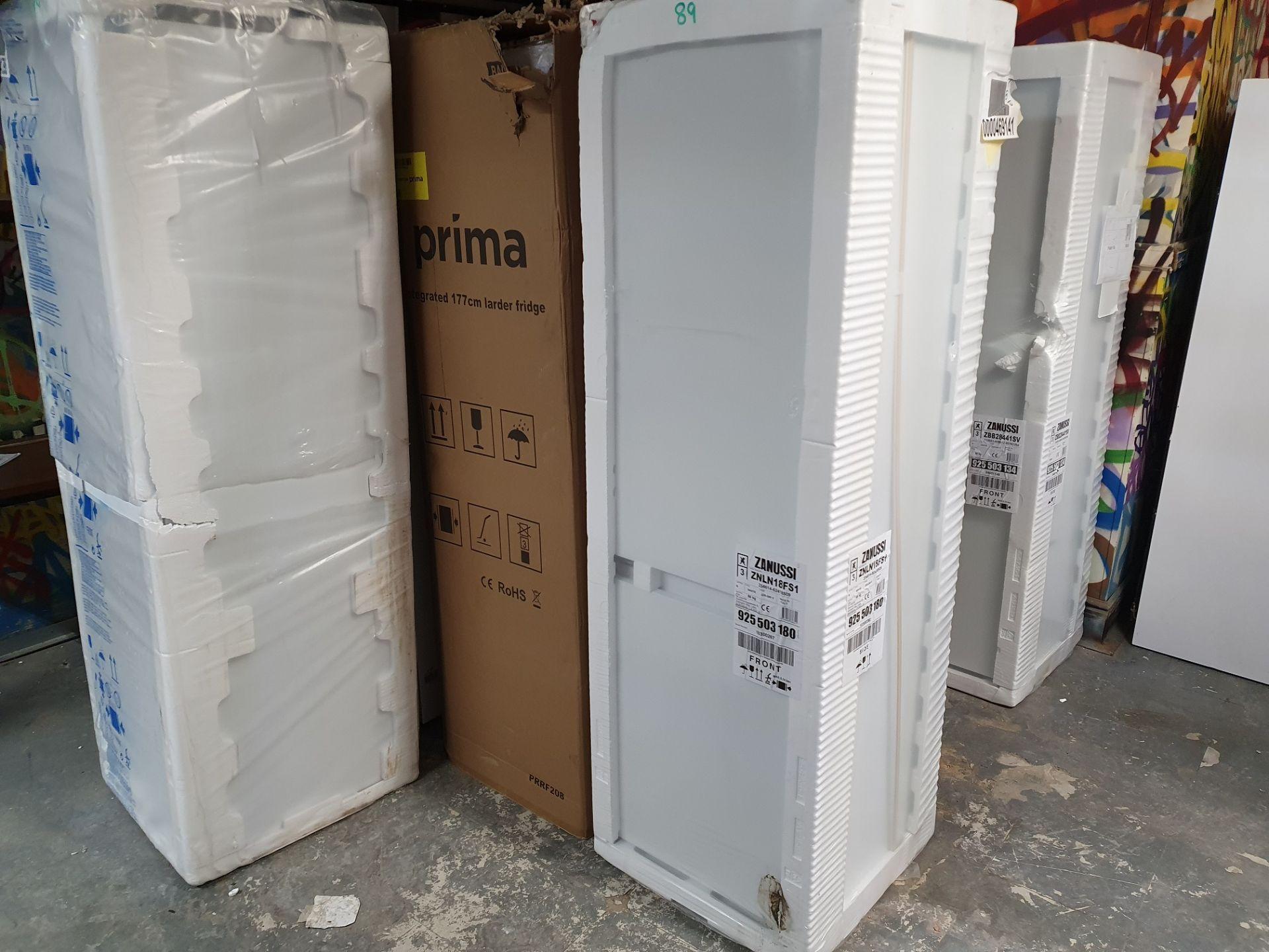 NEW/GRADED AND PACKAGED Zanussi ZBB28441SV Integrated 70/30 Fridge Freezer (Slight external damage) - Image 6 of 14
