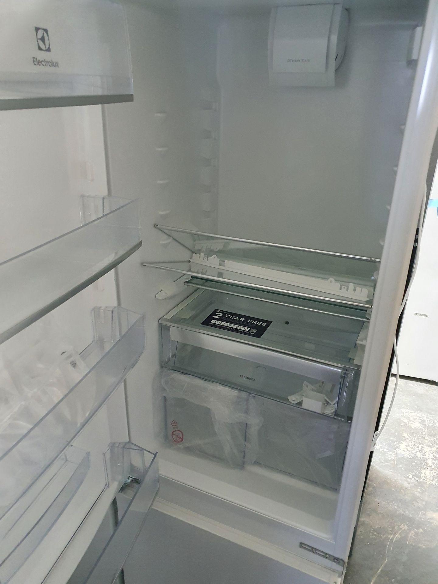 NEW/GRADED AND UNPACKAGED Zanussi ZBB28441SV Integrated 70/30 Fridge Freezer (Brand new slight - Image 11 of 14