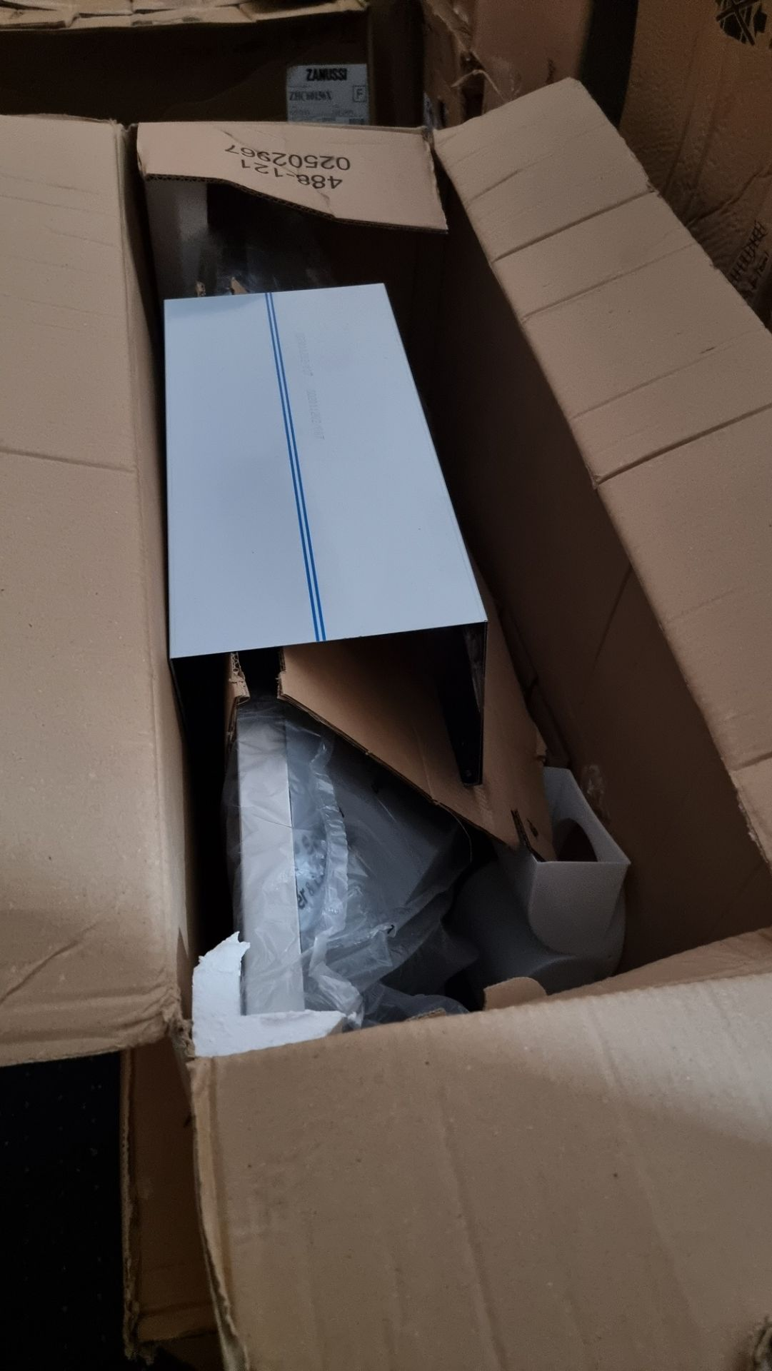 NEW PACKAGED Electrolux LFC319X 90cm wide Chimney Hood - Image 2 of 2