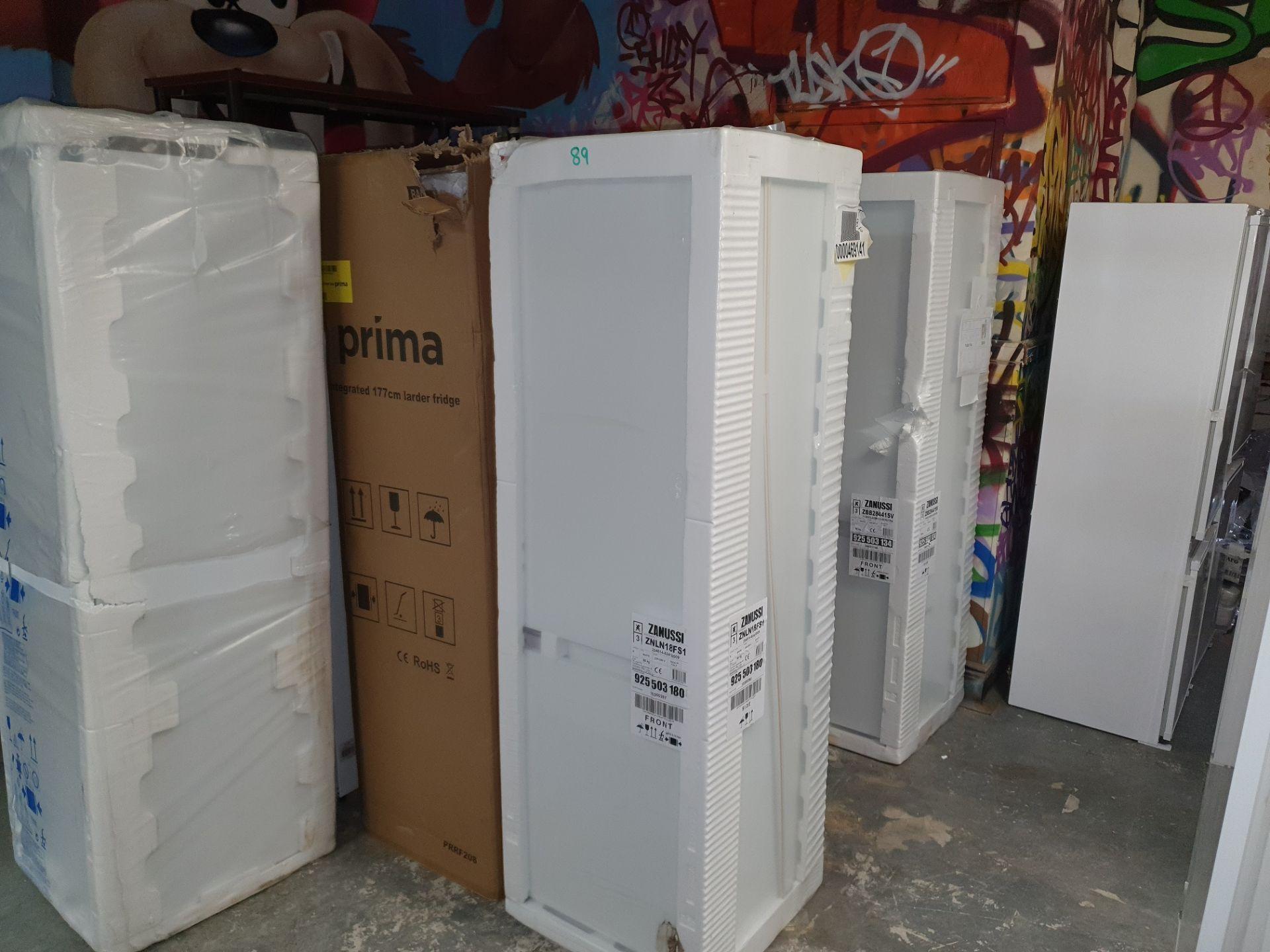 NEW/GRADED AND PACKAGED Zanussi ZBB28441SV Integrated 70/30 Fridge Freezer (Slight external damage) - Image 3 of 14