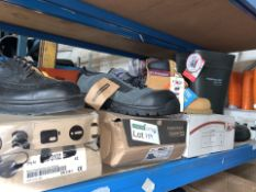4 X VARIOUS WORK BOOTS/SHOES IN VARIOUS STYLES AND SIZES (259/30)