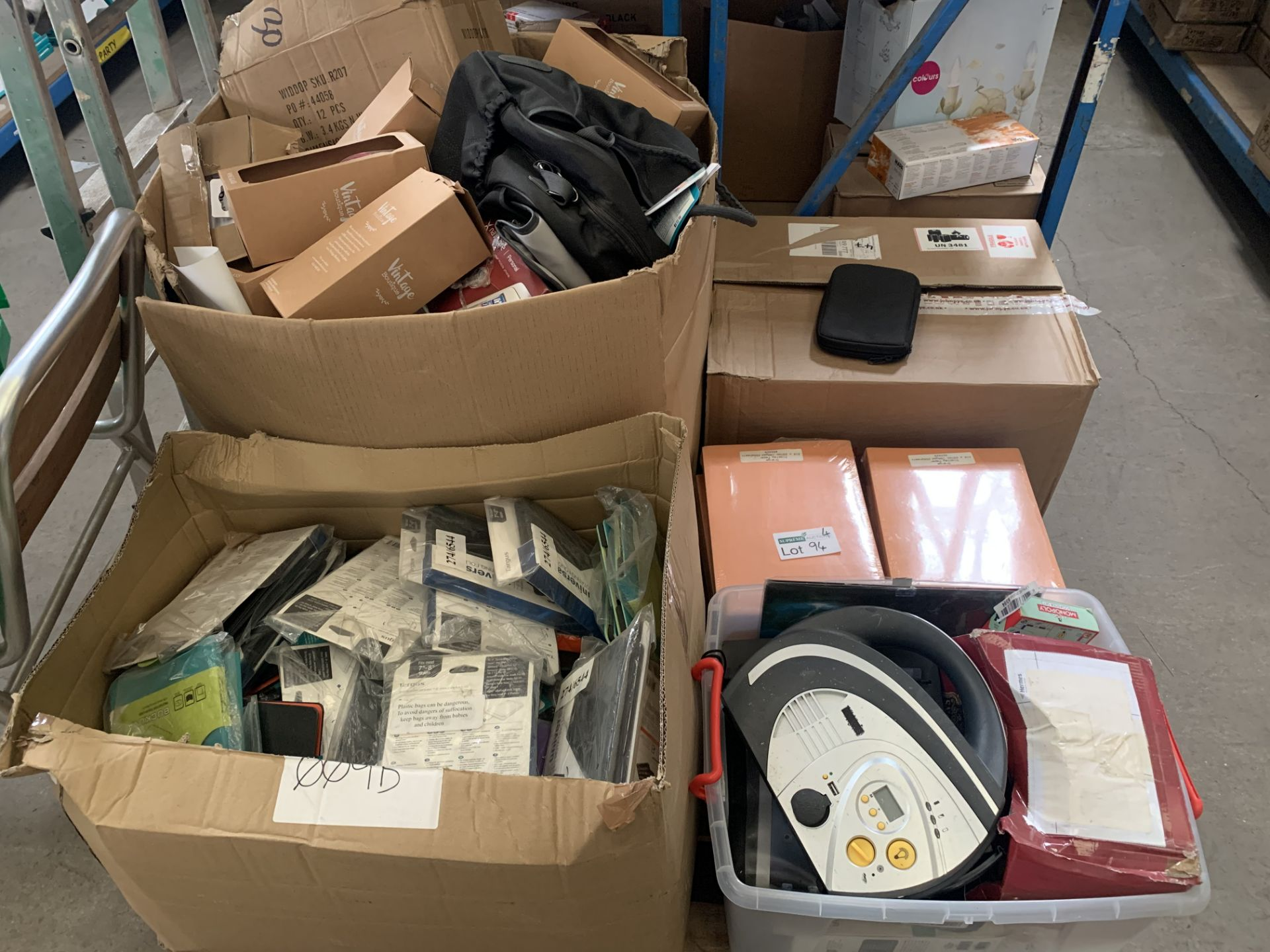 CONTENTS TO PALLET - A VERY LART QTY OF VARIOUS ITEMS TO INCLUDE GLASSES, SAT NAV, TYRE