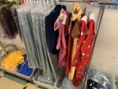 CLOTHING RACK AND CONTENTS APPROX 30 ITEMS INCLUDING JEANS, HOODED BLANKET ROLLS ETC