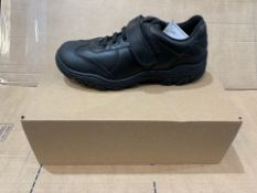 1 x NEW & BOXED BLACK TRAINERS SIZE 4 (84/28)