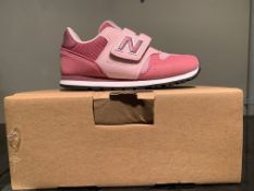 NEW & BOXED NEW BALANCE TRAINERS SIZE INFANT 10 (159 UPSTAIRS)